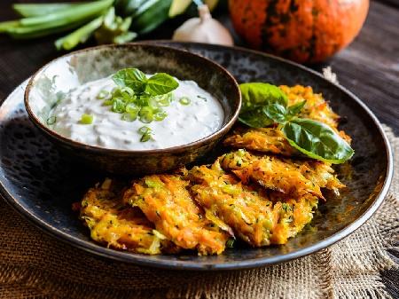 Пържени кюфтета от тиквички и сладки картофи - снимка на рецептата